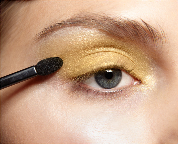 Makeup Tutorial: How to Make Your Eyes Look Bigger