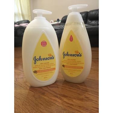 JOHNSON'S® Skin Nourish Shea & Cocoa Butter Wash