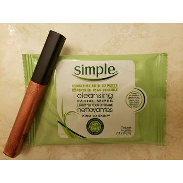 Simple Sensitive Skin Experts Cleansing Facial Wipes