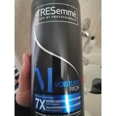 TRESemmé® Moisture Rich Luxurious Moisture Shampoo