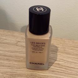 Chanel les beige healthy glow foundation