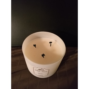 White Barn scented candle