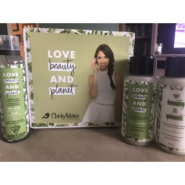 Love Beauty & Planet Coconut Milk & White Jasmine Soft Hold & Shine Hair Spray (level 1)