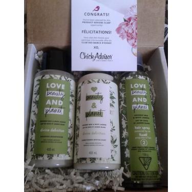 Love Beauty & Planet Coconut Milk & White Jasmine Light Hold & Frizz Control Hair Spray (level 2)