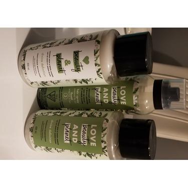 Love Beauty & Planet Coconut Milk & White Jasmine Medium Hold & Volume Hair Spray (level 3)