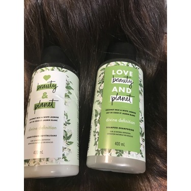 Love Beauty & Planet Coconut Milk & White Jasmine Divine Definition Shampoo