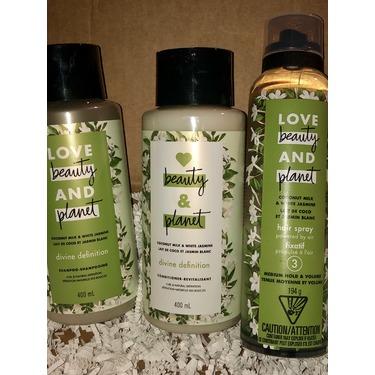 Love Beauty & Planet Coconut Milk & White Jasmine Divine Definition Shampoo