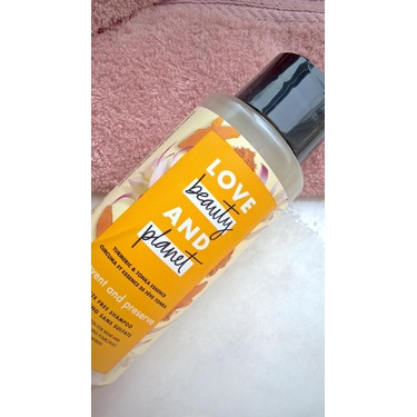 Love Beauty & Planet Turmeric & Tonka Essence Prevent and Preserve Sulfate-Free Shampoo