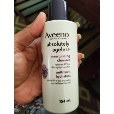 Aveeno Absolutely Ageless Moisturizing Cleanser