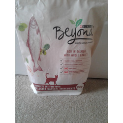Purina beyond dry cat food rich in salmon