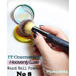 It cosmetics brush No8