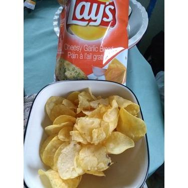 Lay's cheesy garlic bread chips