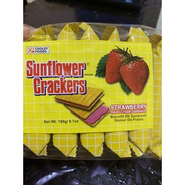 Sunflower crackers strawberry flavour cream sandwich