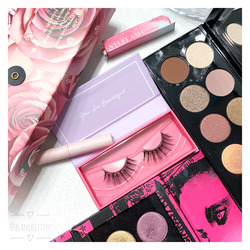 Veuelash Magnetic Lashes in Paloma and Liner