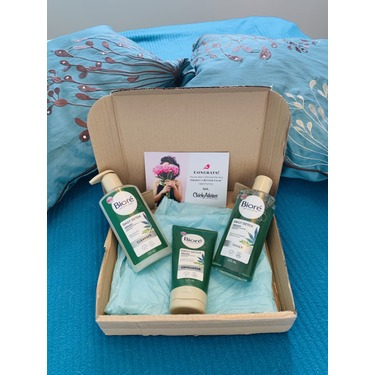 Bioré Daily Detox Organic Cannabis Sativa Seed Oil Exfoliator