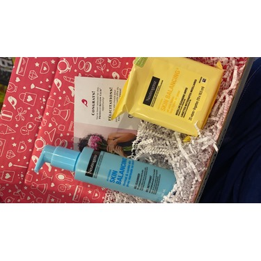 Neutrogena Skin Balancing Gentle Gel Cleanser for Normal and Combination Skin Types