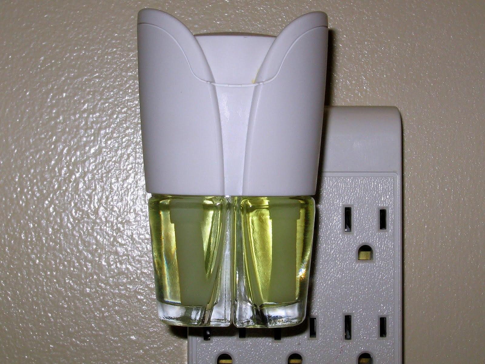 Febreze NOTICEables Dual Scented Pluggable Air Freshener