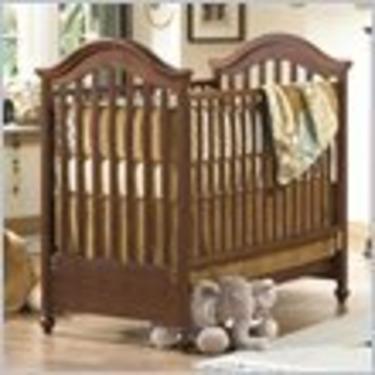 Natart Cambridge Classic Convertible Wood Crib in Nutmeg