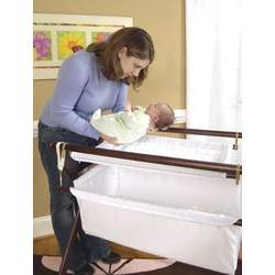 Cariboo Gentle Motions Bassinet in Mahogany