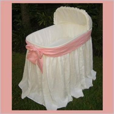 Maddie Boo Ellla Pink Bow Baby Bassinet