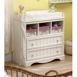 Country Changing Table In Pure White Finish