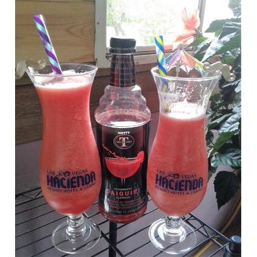 Mott's Mr & Mrs T Strawberry Daiquiri Cocktail Mix