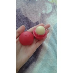 eos Organic Sphere Lip Balm in Pomegranate Raspberry