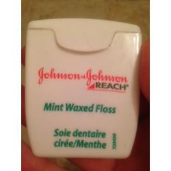 Johnson and Johnson reach mint waxed floss