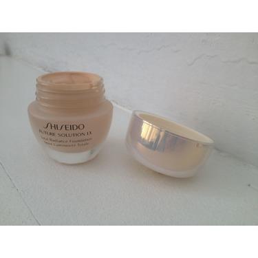 Shiseido Future Solution LX Total Radiance Foundation