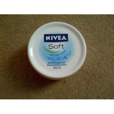 NIVEA Soft Refreshingly Soft Moisturizing Creme