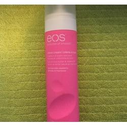 eos Shave Cream in Raspberry Pomegranate