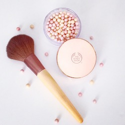 The Body Shop Brush On Radiance Highlighter