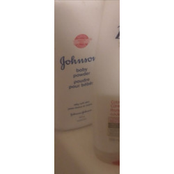 Johnson & Johnson baby powder (blossoms)