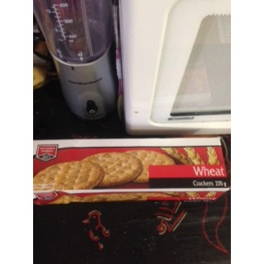 Western Family Wheat Crackers