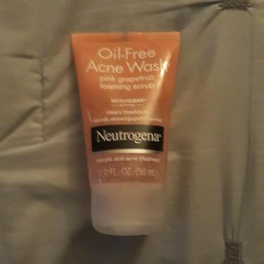 Neutrogena Oil-Free Acne Wash Foaming Scrub Pink Grapefruit