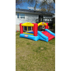 Little tikes jump n slide bounce house