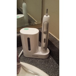 Philips Sonicare FlexCare Toothbrush with UV Sanitizer