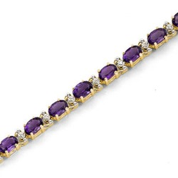 Oval Amethyst Bracelet in 10K Gold with Diamond Accents