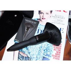 IT Cosmetics Velvet Luxe Empress Fan Powder Brush #324