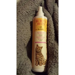 Burt's Bees for cats waterless shampoo with apple and honey