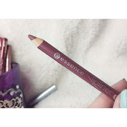 Essence lipliner in 6 satin mauve