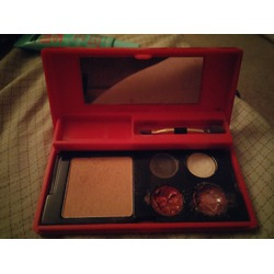 Elizabeth Arden 2 eyeshadows, 2 lip glosses, 1 blush