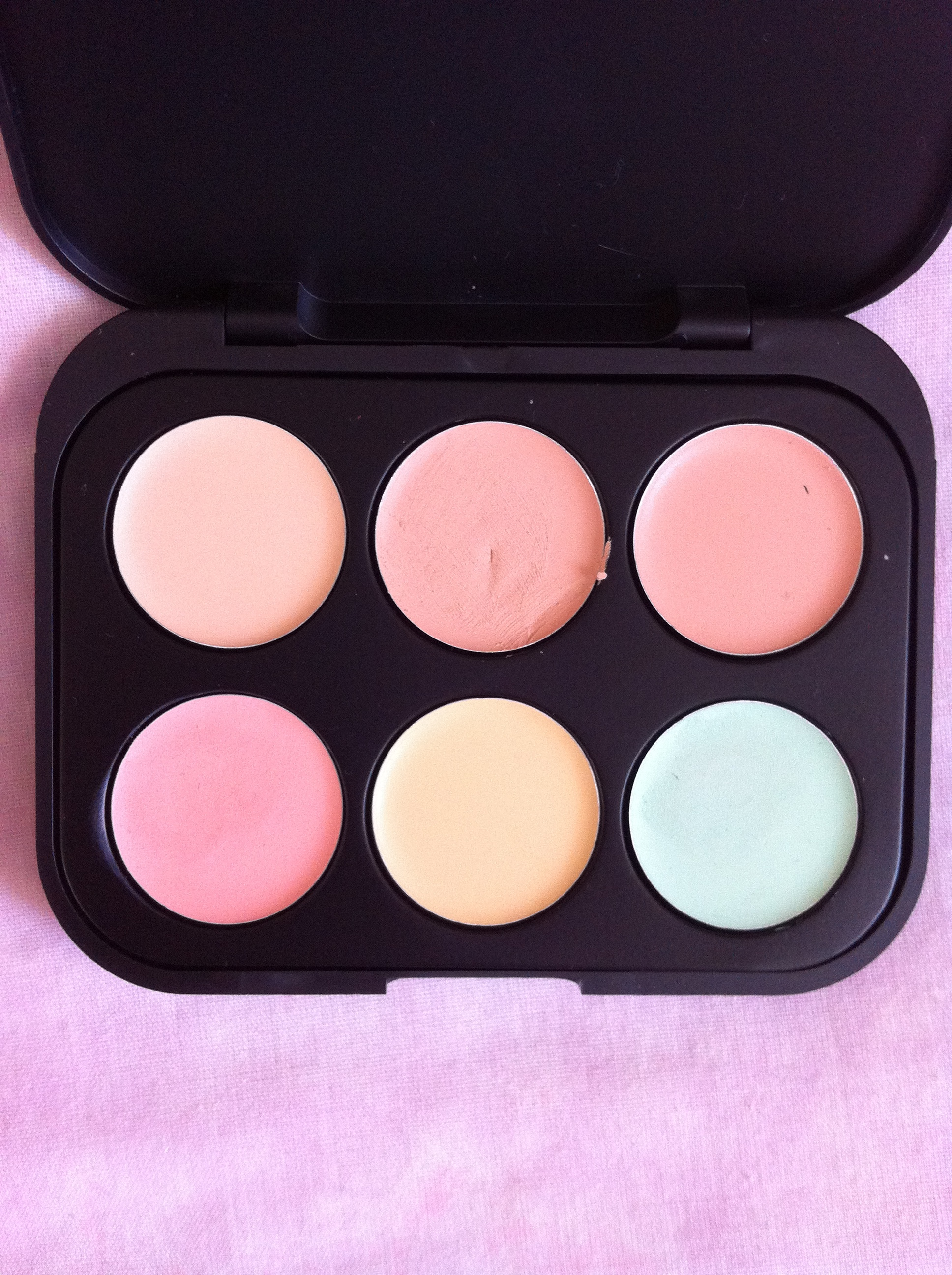 Bh Cosmetics  Color Concealer Corrector Palette