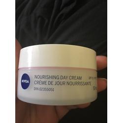 NIVEA Nourishing Day Cream SPF 15