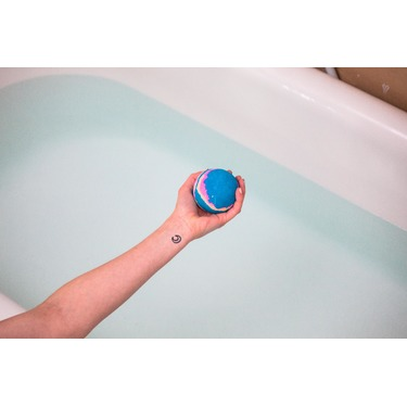 LUSH Intergalactic Bath Bomb