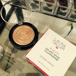 Laura Geller Baked Gelato Swirl Illuminator in Gilded Honey