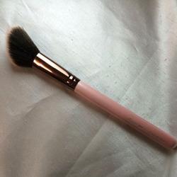 Luxie 504 Large Angled Blush Brush