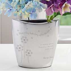 A moms hug personalized silver vase