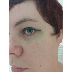 Model Launcher Cosmetics Felt Tip Eyeliner in Emerald Isle