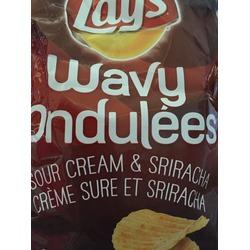 Lays wavy sour cream & sriracha